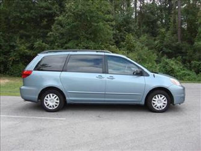$8,900 2005 Toyota Sienna CE Blue