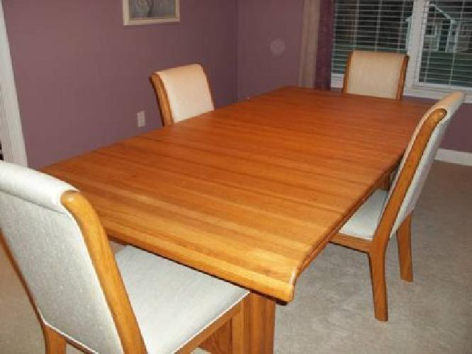 900 wambold oak dining room set for sale in carmel indiana classified. Black Bedroom Furniture Sets. Home Design Ideas