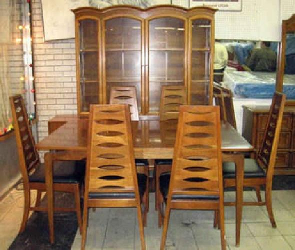 950 Brady Bunch Style 1970s Vintage Dining Room Set For