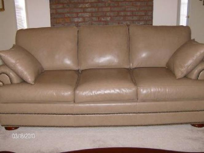 950 Thomasville Leather Sofa Like New Taupe Color For