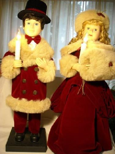 95 obo animated and lighted victorian christmas caroler couple 27 in dolls - Animated Christmas Dolls