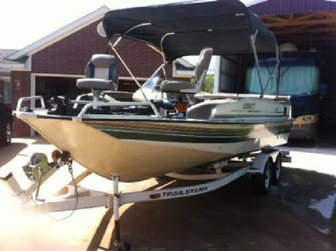 $9,800 Sun Tracker Deck Boat -21 ft