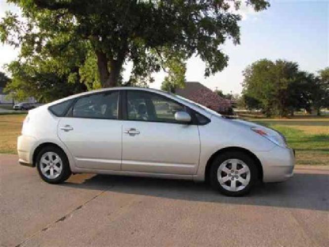 $9,995 Used 2005 Toyota Prius Hatchback, 116,000 miles