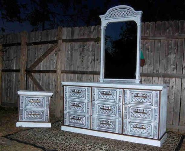 Bassett Bedroom Set Dresser Mirror And Night Stand Reduced For Sale In Dallas Texas