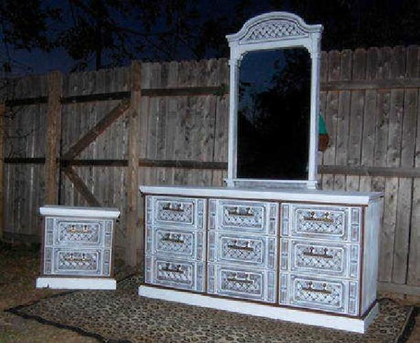 Bassett Bedroom Set Dresser Mirror And Night Stand Reduced For Sale In Mesquite Texas