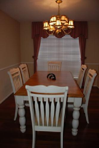 Beautiful wood dining table and 6 chair set