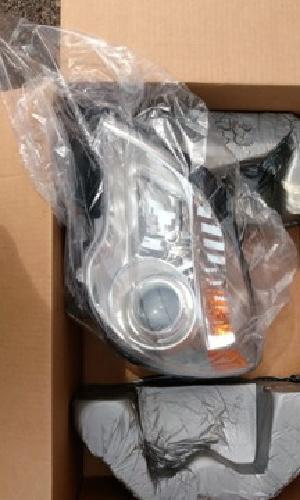 BRAND NEW OEM Chevrolet Equinox LTZ Projector Beam Headlamp (Driver?s)