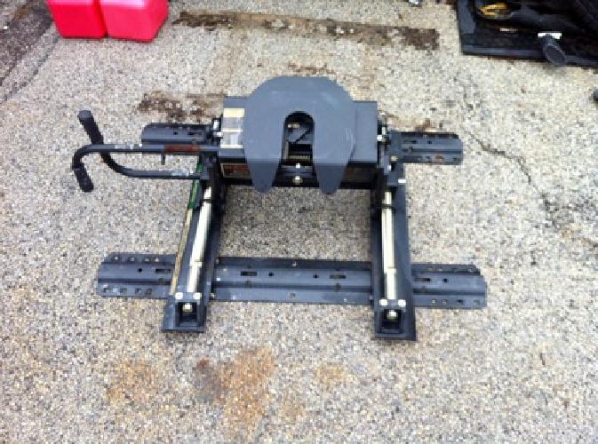 Curt Manufacturing E16 5th Fifth Wheel Roller Head Unit Trailer Hitch w/ Base Ra