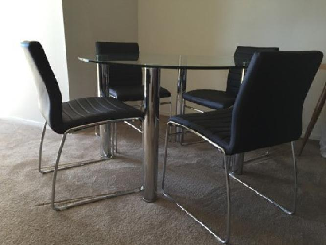 Dining set: 4 quality chairs & round table - Perfect condition