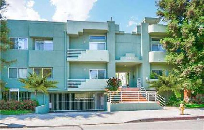 For Sale: 2 Bed 3 Bath condo in North Hollywood