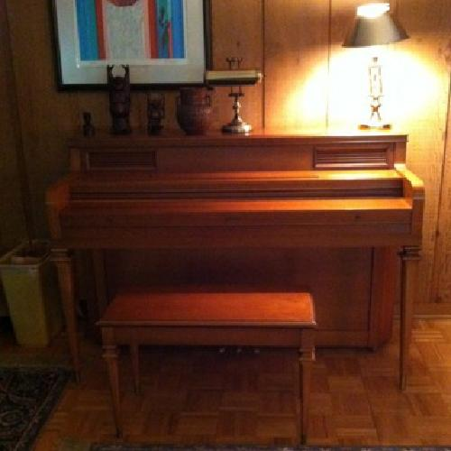 Free EVERETT 1964 console piano and bench