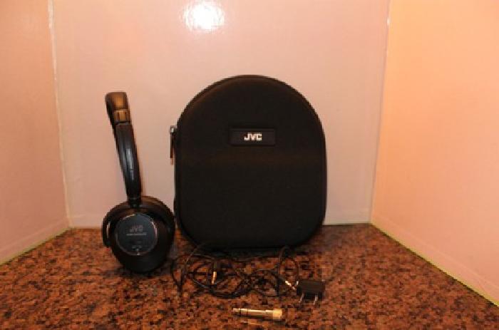 JVC HeadPhones w/case