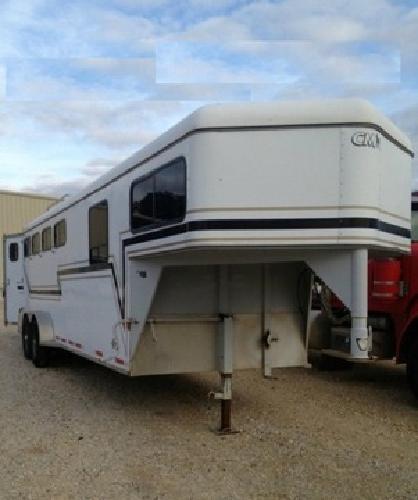 l .1999 CM 4 horse trailer gooseneck