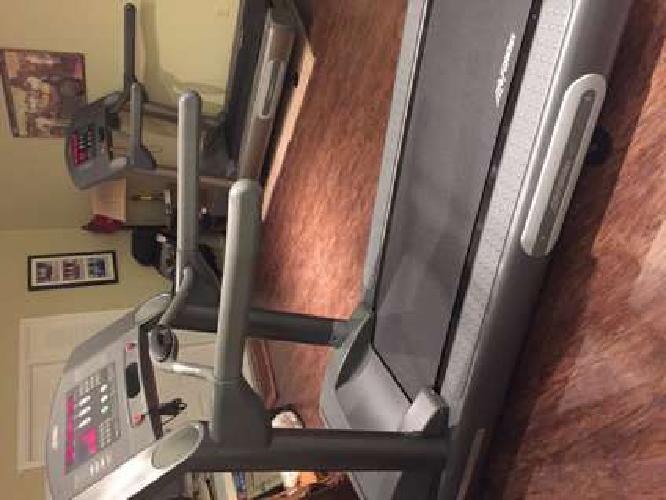 Life Fitness 95TS Commercial Treadmill