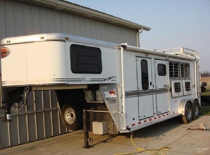 o 2004 Sundowner 727 Sunlite 3 Horse LQ