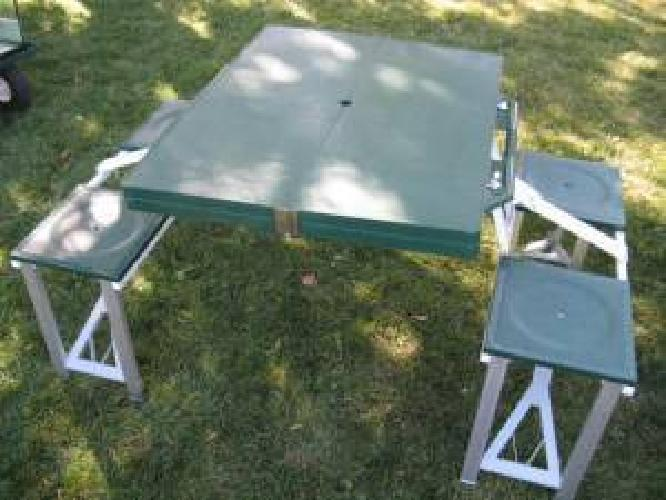 RARE VINTAGE FOLD UP COLEMAN CAMPING TABLE WITH BENCHES. VERY NICE. $7 (Murray)