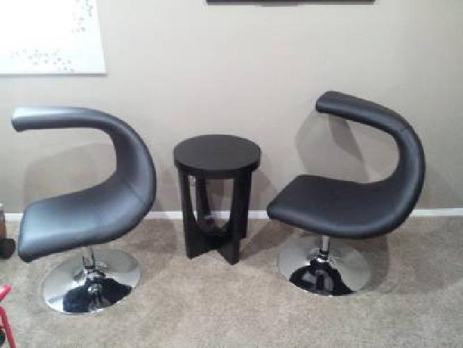 Set of Swivel Accent Chairs w/ End Table