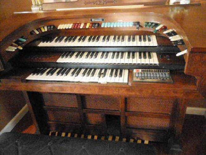 Organ For Sale >> Thomas Organ, 606c Trianon. Used. for sale in Hollister ...