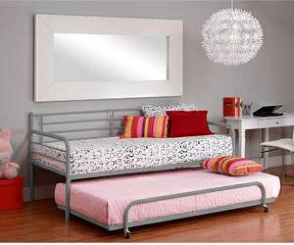 Trundel bed