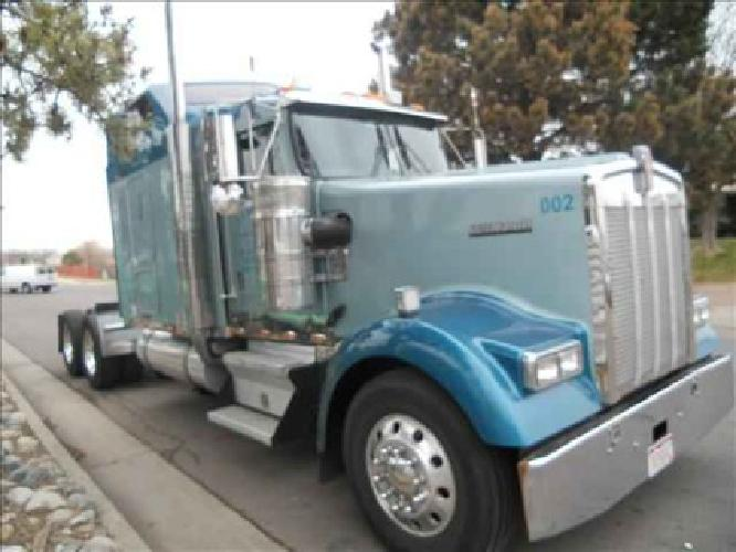 Used 2005 Kenworth W900 for sale.