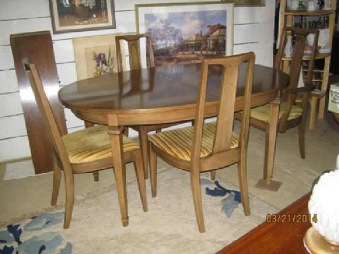 Vintage Broyhill Oval Dining Set Mid Century Style W/ 3 Leaves